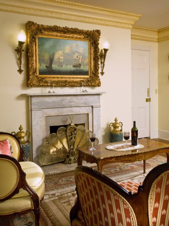 The Annapolis Inn: The Murray Suite Sitting Room & Fireplace