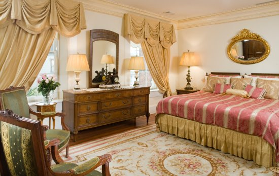 The Annapolis Inn: The Master Bedroom of The Murray Suite