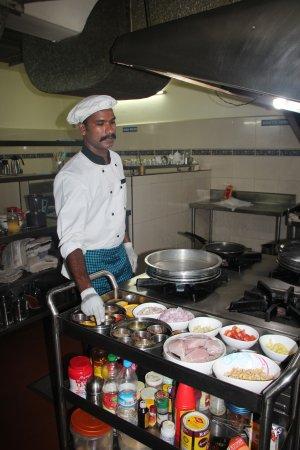 Karimannoor, India: Chef!