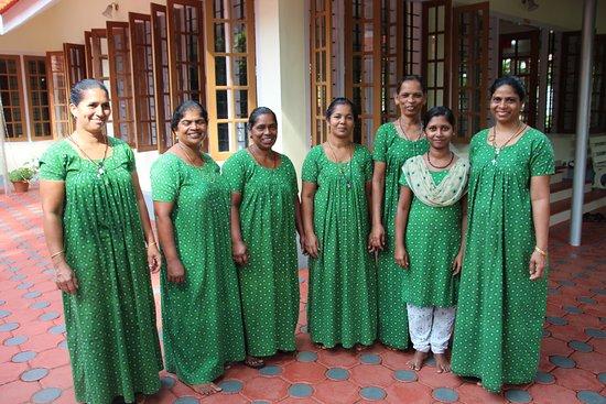 Karimannoor, India: Housekeeping team - wonderful ladies
