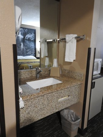 Super 8 Baker City : Sink separate from the rest of the bathroom
