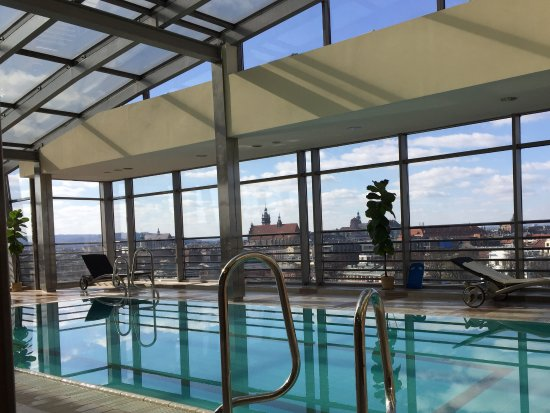 Qubus Hotel Krakow: Rooftop pool and jacuzzi