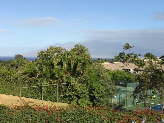 Wailea Tennis Club: Veiw of Maui north from top of hill.