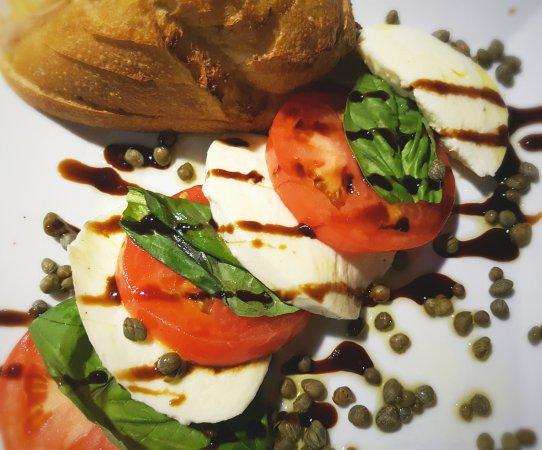 Capone's Flicker Lite: Caprese Salad
