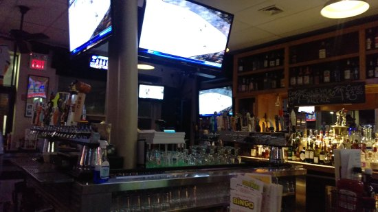 Warwick, RI: The game is always on at Dave's!