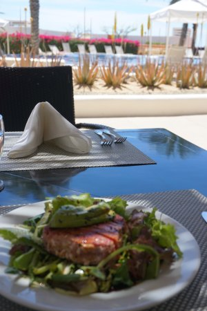 CostaBaja Resort & Spa: Seared tuna lunch by the pool...ahhh!