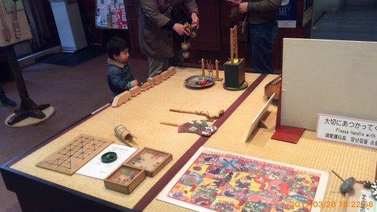 Shitamachi Museum : 外人さんが結構見学されていました。知ってかしらずか、楽しそうに番台で小さな外人さんがはしゃいでいました。