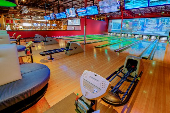 Aurora, CO: Bowling with plenty of big screen TV's for all all your big games!