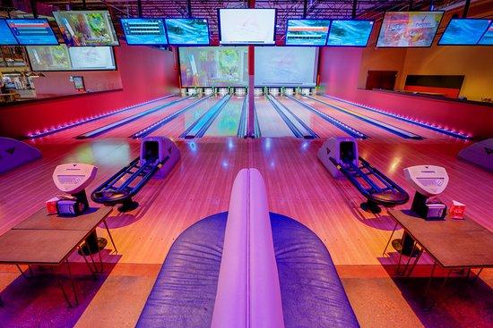 Aurora, CO: Bowling, BBQ, Sports