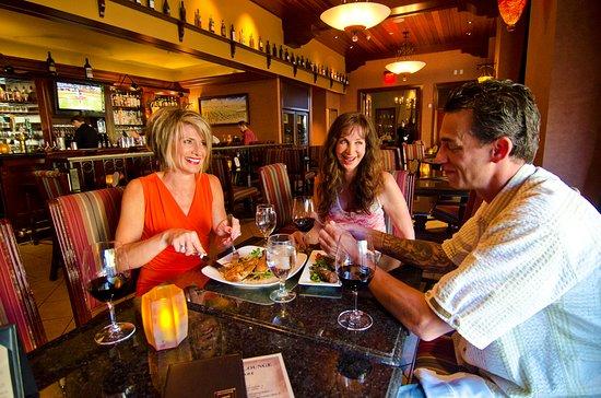 Walla Walla, WA: Food & Friends at The Vineyard Lounge.