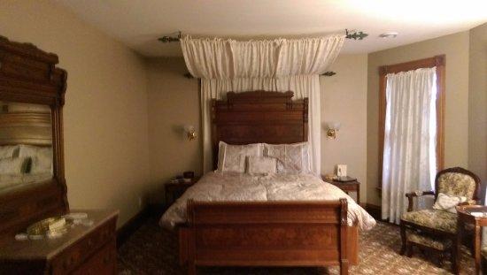 Lodi, WI: queen bed