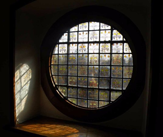 Bexleyheath, UK: glasswork and design