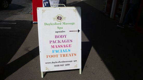 Daylesford, Australien: you know you have reached us when you see this sign...your massage and treatment is not far away