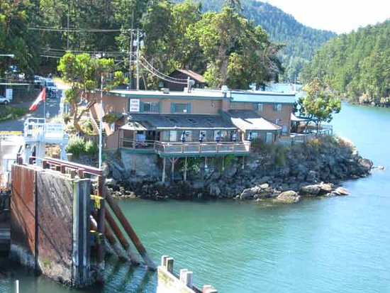 Saturna Island, Canada: Lighthouse Pub from the Ferry