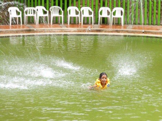 Rionegro, Colombie : piscina de agua corriente