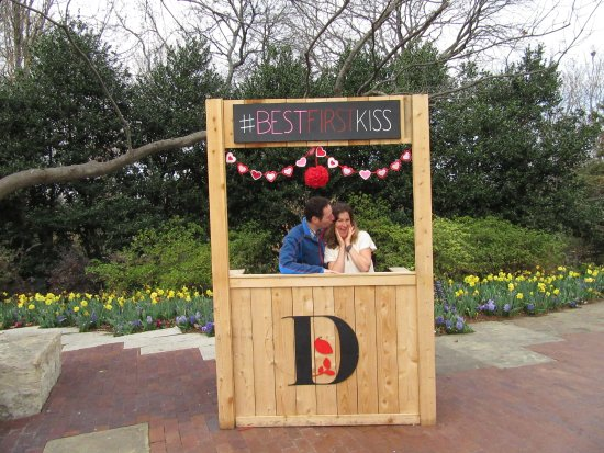 Kissing Booth For Valentine S Day Picture Of Dallas Arboretum