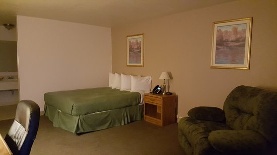 Baker, MT: Standard Queen Suite