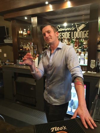 Sammamish, WA: Michale the fantastic bartender will make you something amazing!!!