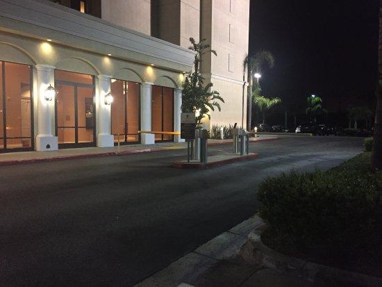 Doubletree Suites by Hilton Hotel Anaheim Resort - Convention  Center: Gate