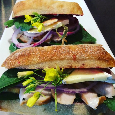 Richmond, Nova Zelândia: Smoked chicken Brie cheese & red onion caibatta rolls