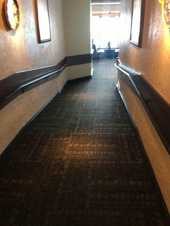 Vienna, VA: Hallway toward entrance