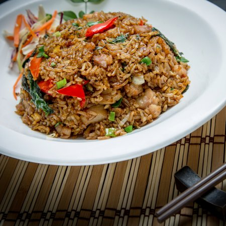 L16 Cafe and Bar: chicken fried rice with thai chilli