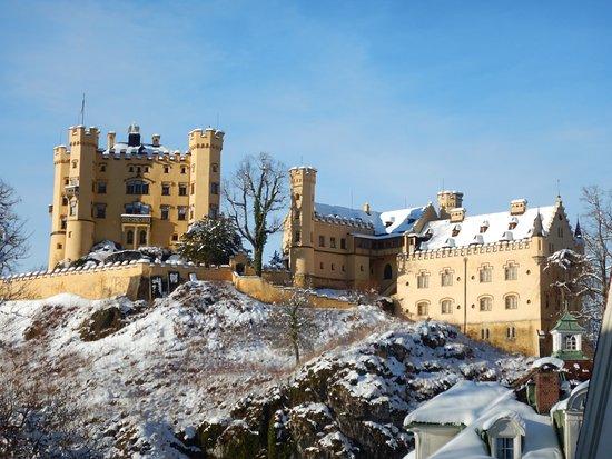 Швангау, Германия: Hohenschwangau Castle from the visitors center