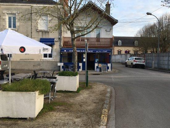La Chapelle-Saint-Mesmin, France: Cafe De La Place