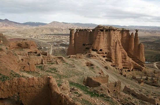 Zanjan, Iran: Behestan Castle