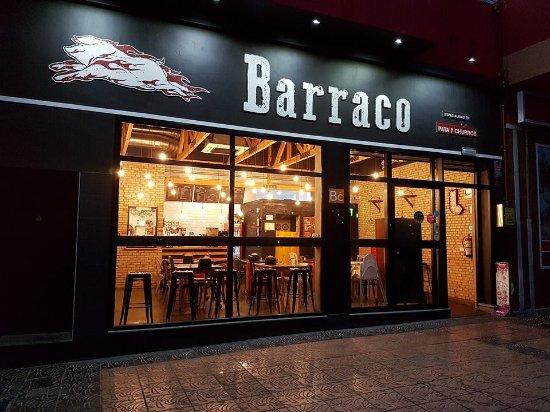 Vecindario, Spain: Fachada de Barraco a las 6:30 de la mañana, horea en la que abrimos todos los días
