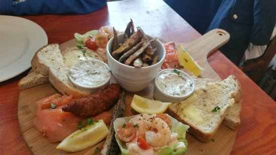 Samlesbury, UK: Excellent fish platter
