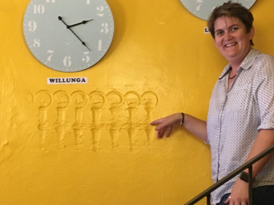 Willunga, Australien: Bec and the can imprints.