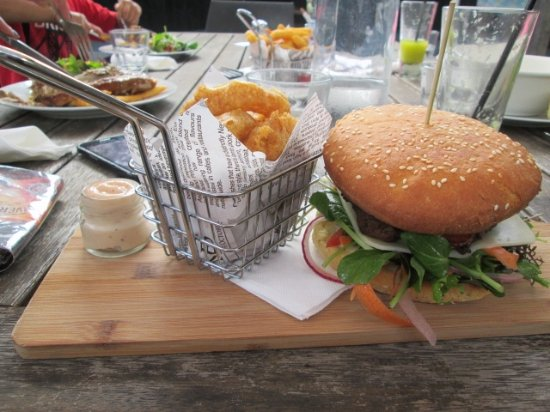 Waipapa, Nowa Zelandia: Awesome burger...