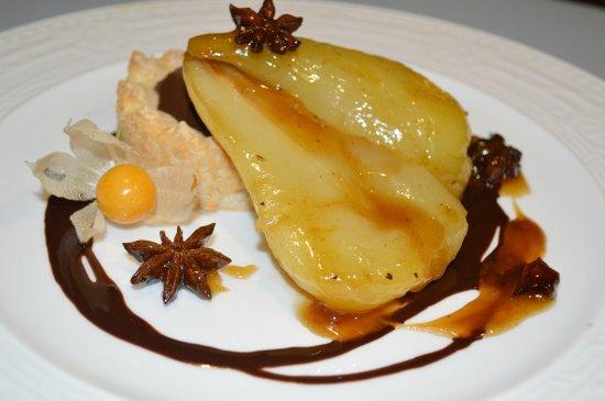 Tabernes de Valldigna, Hiszpania: peras especiadas con salsa de vino y chocolate