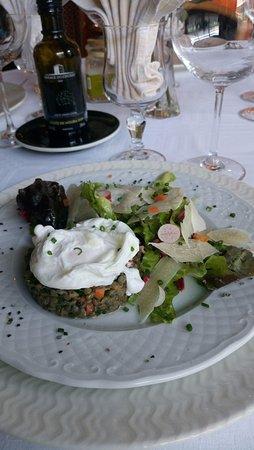Lisses, France : Salade de Lentilles et son oeuf poché au copeaux de Parmesan