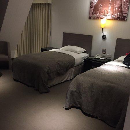 E House Hotel Ximending: 堪稱最大的房間