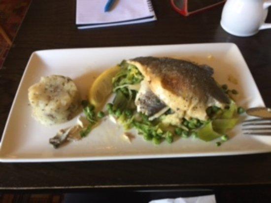 Globe Inn: Fish on a bed of leeks and peas.