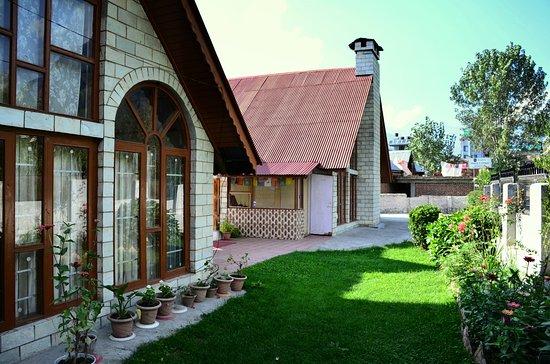 WoodyVu Shuru Cottages