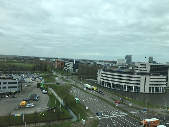 Hoofddorp, Niederlande: Beautiful view, lots of parking space, friendly staff, great breakfast; what more could you want