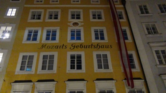 Mozart's Birthplace : モーツアルト生家?住居?