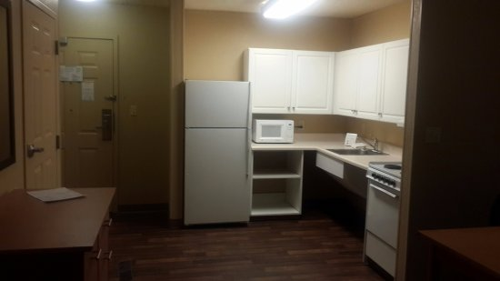 Englewood, CO: Well Equipped Kitchen