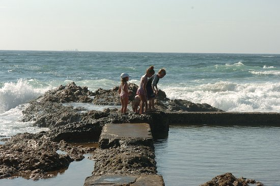 Umzumbe, South Africa: Kids on the rock pool