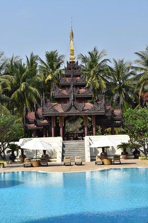 Mandalay Hill Resort Photo