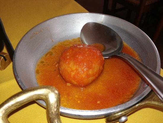Abbateggio, Italia: Pallotta Cacio e Uovo (parte dell'antipasto tipico Col di Gotte)