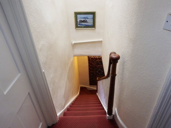 Tiverton, UK: Steep stairs to 2nd floor in this 300 year old building
