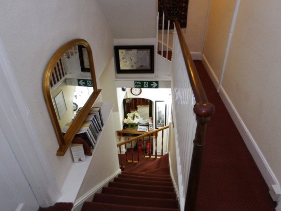 Tiverton, UK: Steepish stairs to the 1st floor in this c1706 B&B