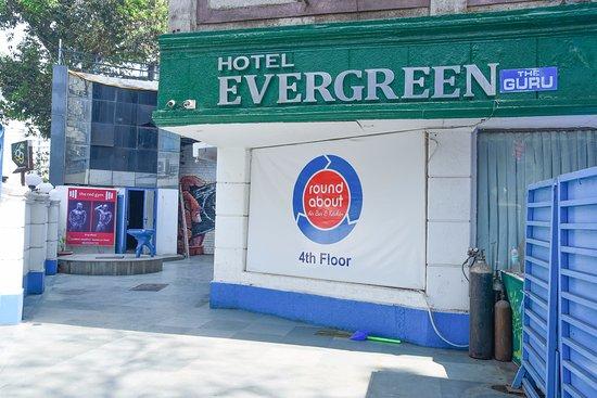 Hotel Evergreen : Hotel Entrance