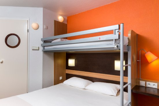 Chambre 1 Grand Lit Et 1 Lit Superpose Picture Of Hotel