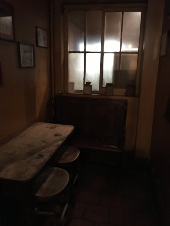 The White Horse Inn: Gas lit corner