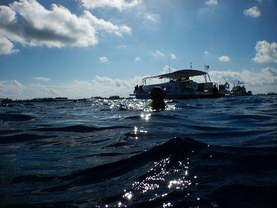 Kittiwake Shipwreck & Artificial Reef: The dive boat. That's Marco on board!